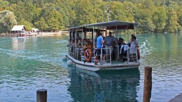 Electric boat in Plitvice