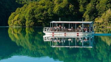 NP Plitvice lakes offer a boat ride